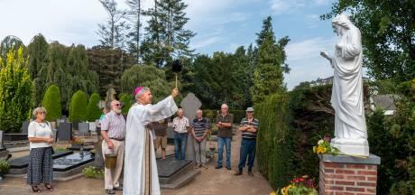 Witter dan wit is het Heilig Hart tussen de graven van Moergestel: 'Mijn Cees was trots geweest'