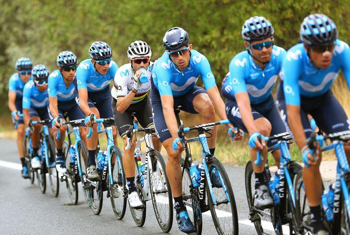 Renners van team Movistar in de Vuelta van 2019. Volgend jaar komt de ronde door de gemeenten Heusden en Altena.