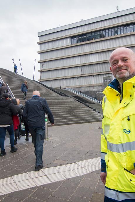 Rondvliegende bouwmaterialen zijn oorzaak van kapotte roltrappen op  Utrecht Centraal
