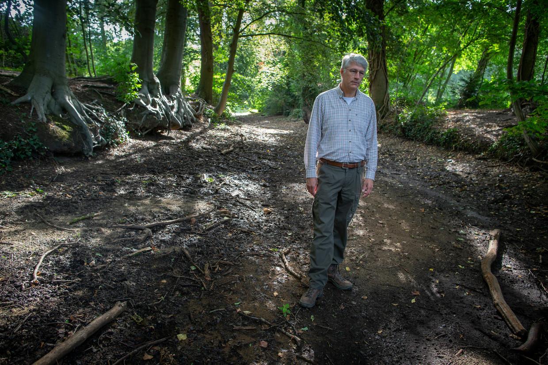 Hein Pieper, dijkgraaf van het waterschap Rijn en IJssel, in de Baakse Beek.