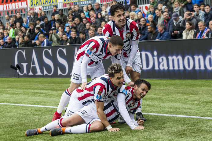Fran Sol, Pedro Chirivella, Thom Haye, en Kostas Tsimakis na de goal in de uitwedstrijd tegen PEC Zwolle (0-1).