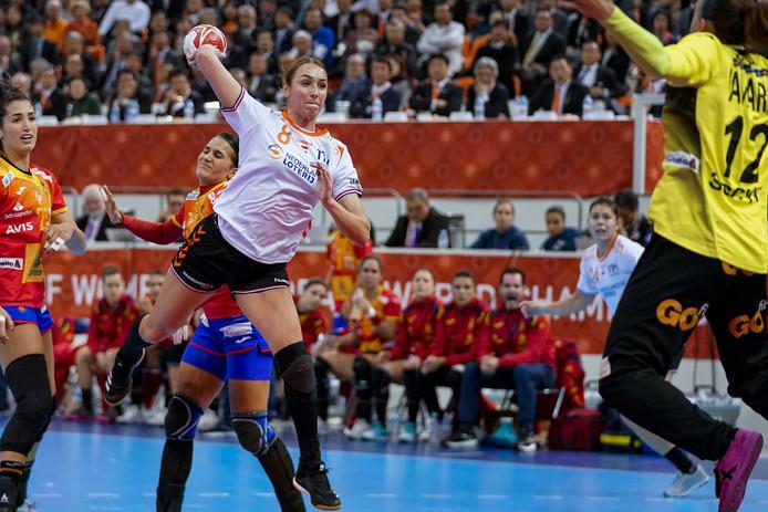 Lois Abbingh in actie tijdens de finale tegen Spanje.