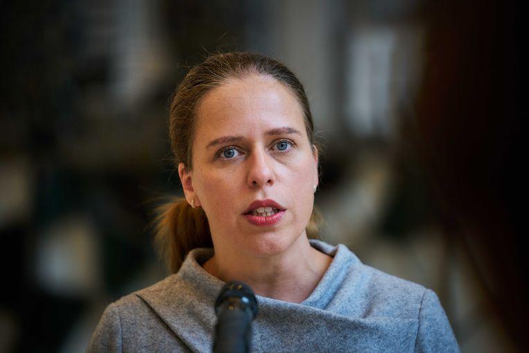 Minister Carola Schouten (Landbouw, Natuur en Voedselkwaliteit) staat de pers te woord op het ministerie, voordat zij haar nieuwe aanpak van de stikstofcrisis presenteert.  Beeld ANP