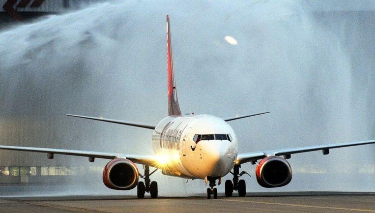 Een toestel van Corendon Dutch Airlines op Schiphol. Corendon Dutch Airlines zal vliegen op bestemmingen in Macedonië, Griekenland, Marokko, Israël, Egypte en Turkije. Beeld anp