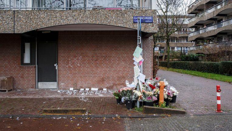Bloemen op de Kattenburgerkade, na de schietpartij in november Beeld ANP