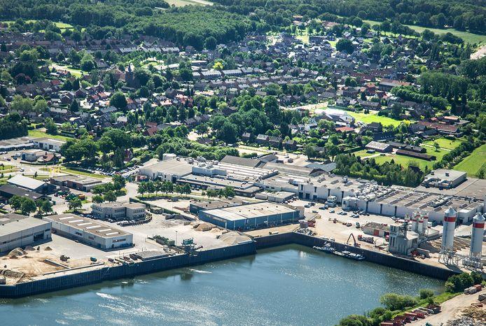 Industrieterrein Hoogveld, met Heijen in de achtergrond.