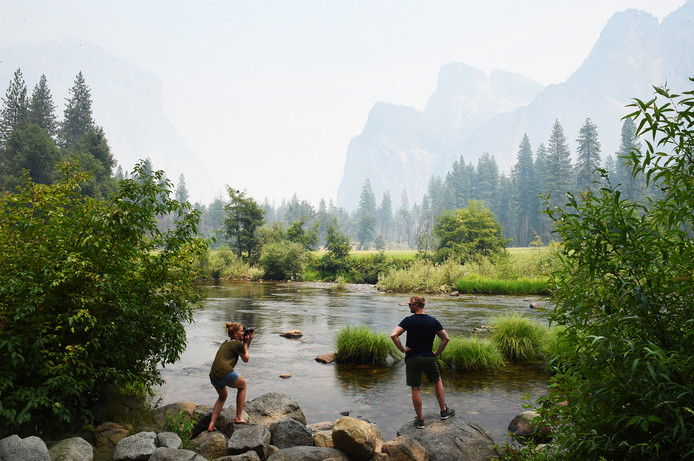 De rook is op veel plaatsen in de Yosemite-vallei nog niet opgetrokken.
