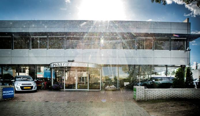 De Apeldoornse autohandelaar Tonny Keijzers treft een schikking met het OM en de belastingdienst. Keijzers had in de periode 2006-2011 te weinig btw afgedragen.