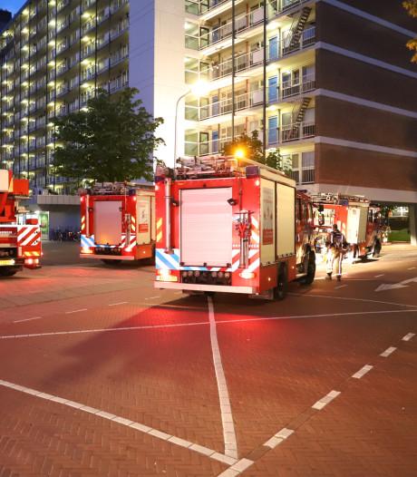 Bewoner ademt rook in bij brand in flatwoning Papsouwselaan