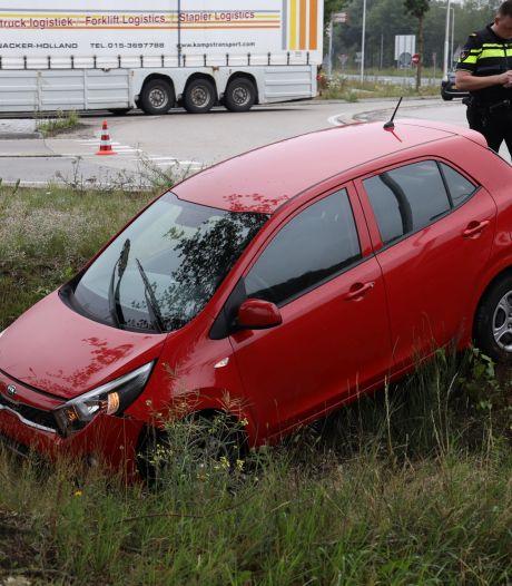 Twee auto's belanden in berm na ongeluk op rotonde in Reek