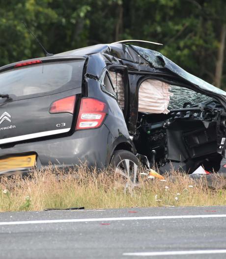 Auto's knallen op A28 tussen Staphorst en De Wijk op elkaar: rijstrook dicht