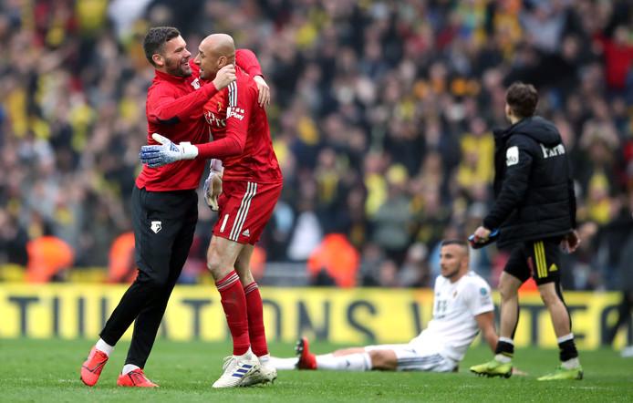 Ben Foster feliciteert zijn collega Heurelho Gomes na de 3-2 zege van Watford op Wolves.