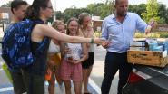 Lubbeek deelt 180 ijsjes uit aan personeel en kinderen op het speelplein