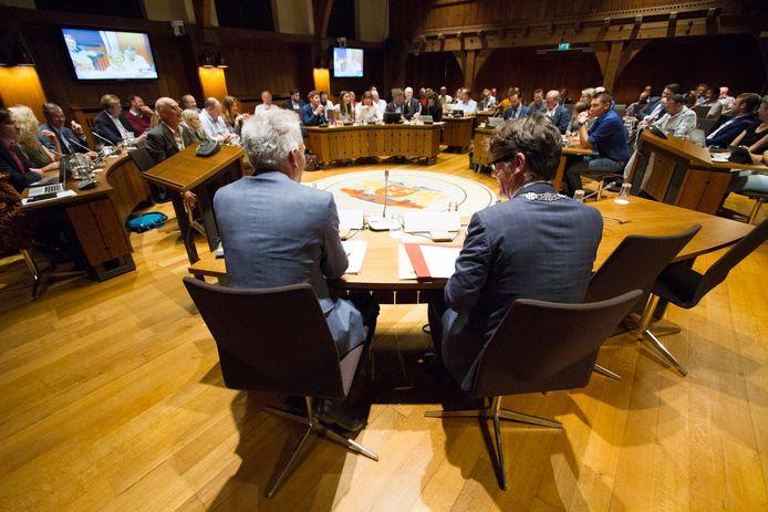 De gemeenteraad van Breda met rechts op de rug burgemeester Paul Depla