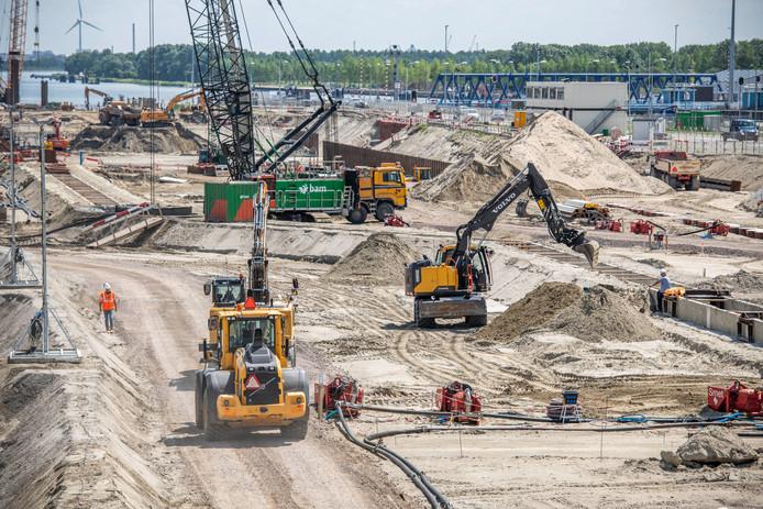 Werkzaamheden bij de nieuwe sluis in Terneuzen. Kunnen die door het PAS-besluit wel worden afgerond?