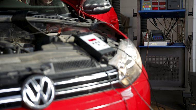 Een motor van een Volkswagen wordt gestest Beeld reuters