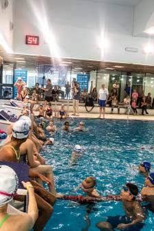 Zwemles van Ranomi Kromowidjojo, en ook nog op de foto met een handtekening