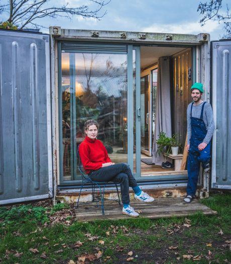 """Kijk binnen in de koelcontainer, die Peter Paul en Rosa ombouwden tot 'tiny house': """"Dit gaat over dingen anders doen: kleiner, zuiniger leven, met creatieve oplossingen"""""""