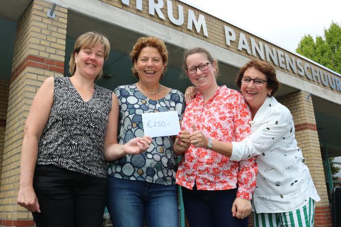 Miranda Grabus (Amarant), Tanja Pieters (Contourdetwern), Sanne van den Hoven (Pedagogische Praktijk Van den Hoven) en Corry van den Bogaert (RIBW) starten samen het Eetcafé De Pannenschuur