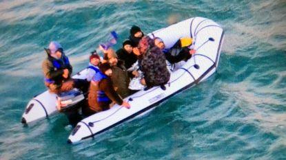 Frankrijk gaat meer patrouilleren op Kanaal om boten met vluchtelingen te onderscheppen