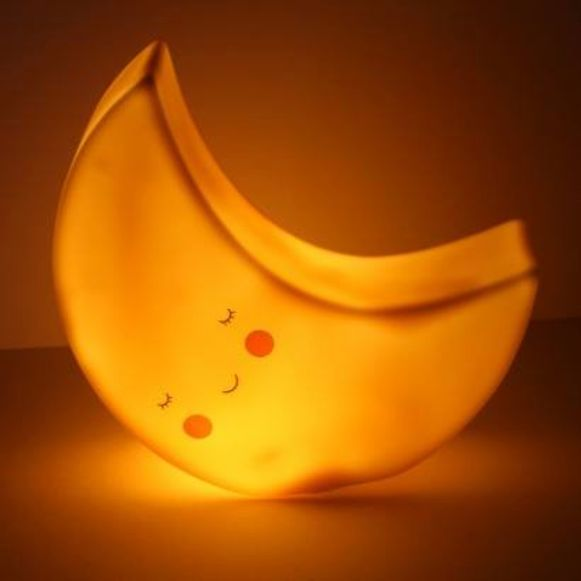 Het maanlampje dat de vroedvrouwen verkopen voor het goede doel.