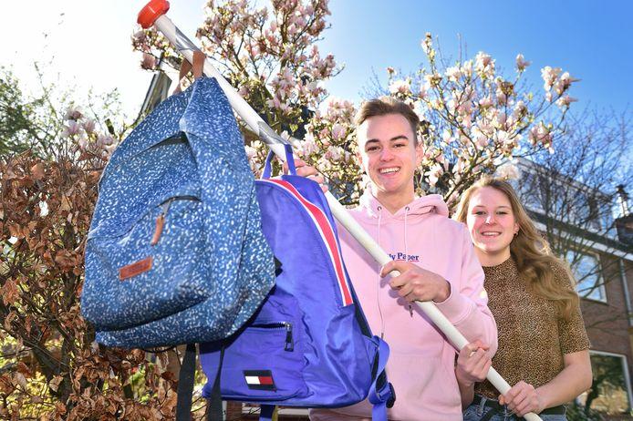 Voor Liza en Eward van den Brink uit Gouda geen eindexamens dit jaar. Liza heeft haar schoolexamens zo goed gemaakt dat ze zeker is dat ze haar diploma krijgt.