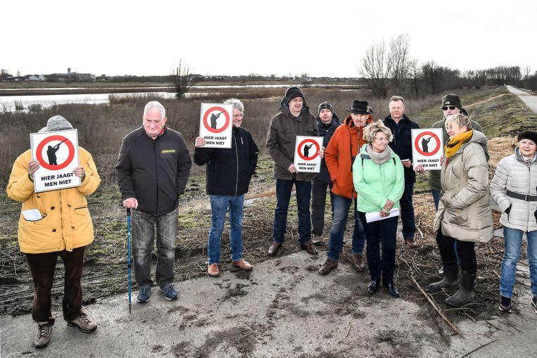 Enkele buren en de vereniging willen dat het jagen in het natuurgebied stopt en starten daarom een petitie op.