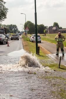Water spuit uit de grond in Wilnis