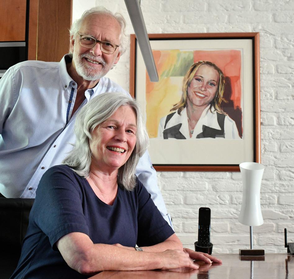 Jaap en Anne Baart uit Hengelo. Hun dochter Kim kwam om het leven bij een ongeluk met haar scooter. Ze was pas 16.