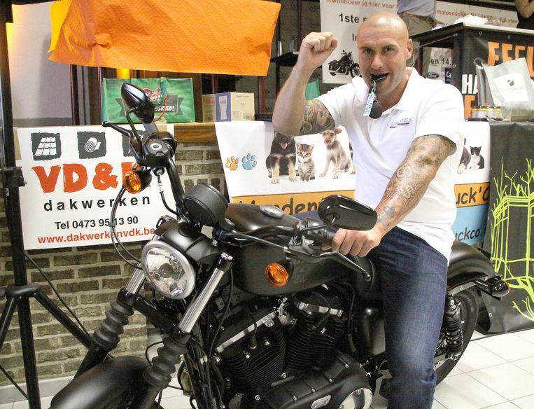 Ben Meulders op zijn Harley Davidson. Nu gaat hij voor het wereldrecord.