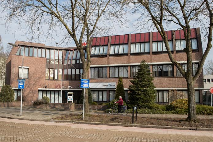 Het voormalige kantoor aan de Botermakerstraat zal na een grondige verbouwing ruimte bieden aan veertien duurzame huurappartementen voor een- en tweepersoonshuishoudens.