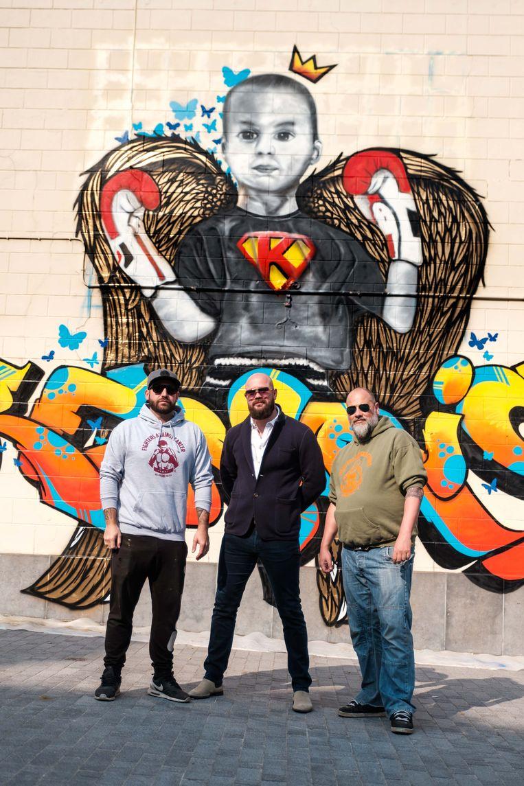 Tom Herck, Bert Vanmechelen, Ben Onkelinx aan de graffiti-muurschildering voor Kenric.