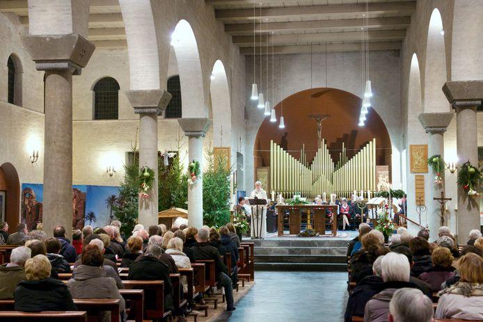 Laatste reguliere heilige mis in 2014 in de Bavokerk te Angeren.