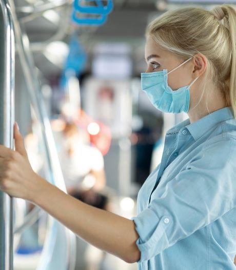Man 'compleet uit zijn plaat' in trein naar Den Bosch: mishandelt vrouw vanwege mondkapje