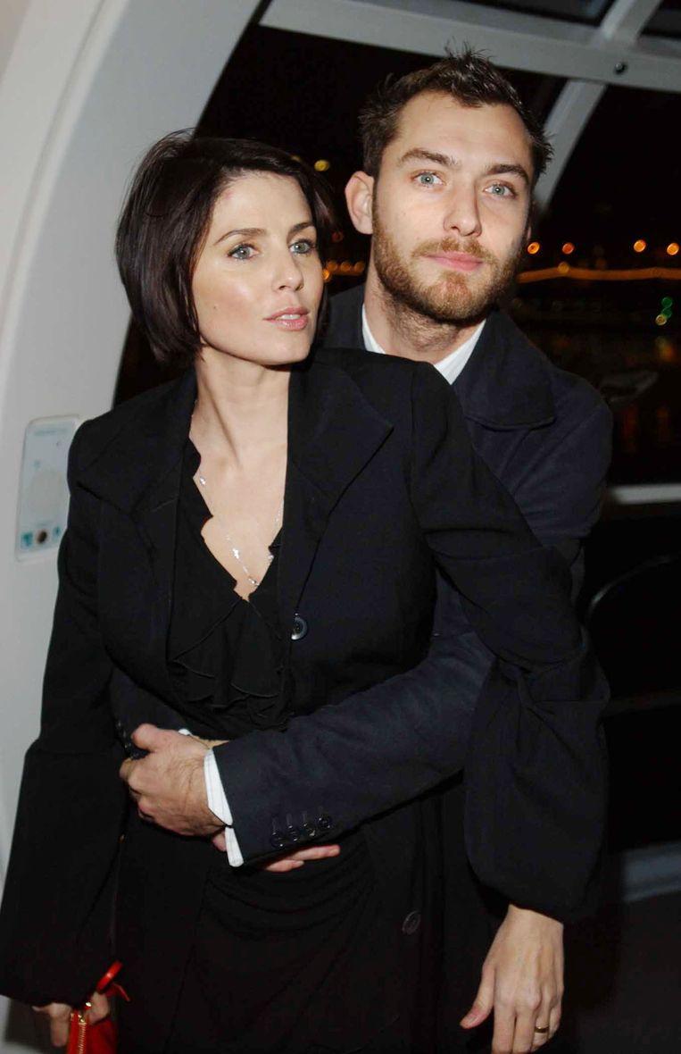 Jude Law en Sadie Frost in 2002