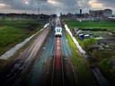 De vele stukjes grond langs het spoor, waar een Rotterdamse zakenman 18 miljoen mee incasseerde, waren soms maar 30 centimeter breed.