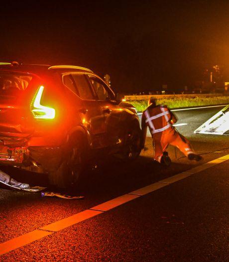 Geschrokken van boeren op tractoren? Auto's knallen op elkaar op snelweg A28 bij Ermelo