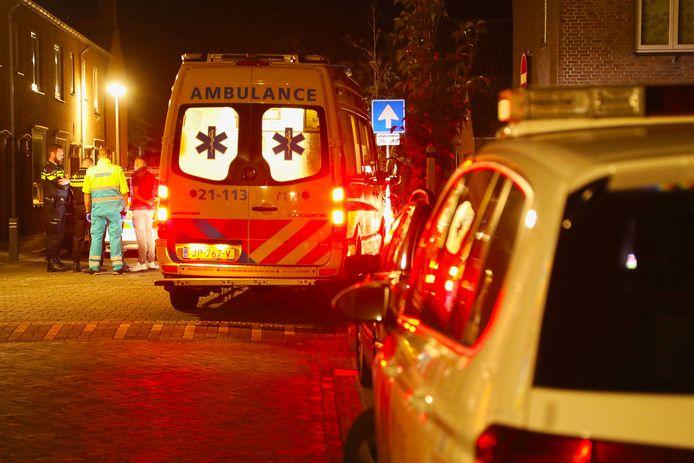 Het slachtoffer vluchtte na de steekpartij in het park naar de Sperwerstraat in Oss. Daar werd hij door ambulancepersoneel behandeld.