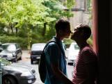 Prominente homo's roepen op: Ga niet op seksdate, pak je rechterhand