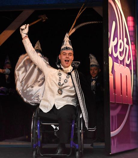 Oeffeltse prins carnaval met één been zit vol zelfspot: 'Ik zet m'n beste beentje voor'