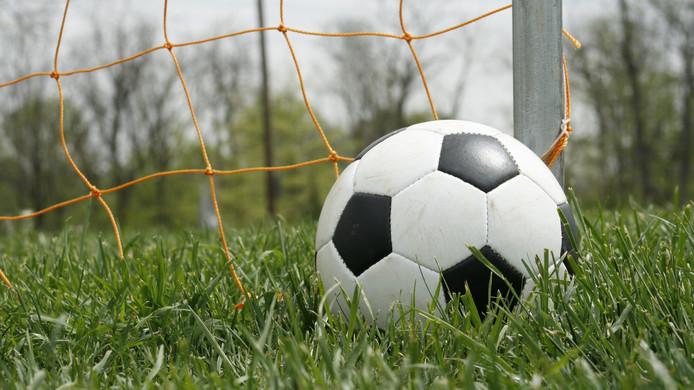 Voetbalvereniging Breskens krijgt 3000 euro van de gemeente Sluis voor een pannakooi.