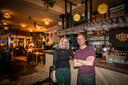 Partners Mirte van der Sanden en Tom-Jan Brekelmans maken er maar het beste van. Op creatieve wijze zoeken ze een manier om om het hoofd boven water te houden.