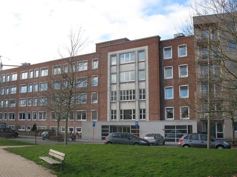De mannen sloegen toe in WZC Sint-Monica in Oostende.