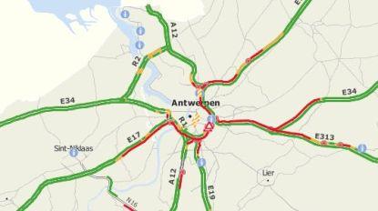"""Verkeerschaos in Antwerpen door twee ongevallen in Borgerhout: """"Files alom, en ze groeien snel aan"""""""