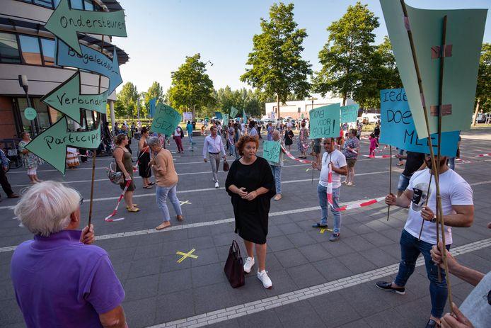 In juni demonstreerden sympathisanten, medewerkers en cliënten van Welzijn en stichting De Kern tegen de voorgenomen bezuinigingen door de gemeente Kampen.