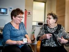 Chantal geeft vanuit haar rolstoel mantelzorg aan oma: 'We zijn een goed team'