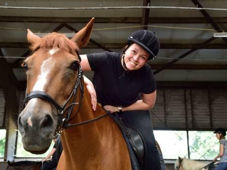 Paardenmeisjes van toen weer in het zadel op De Goudse Manege