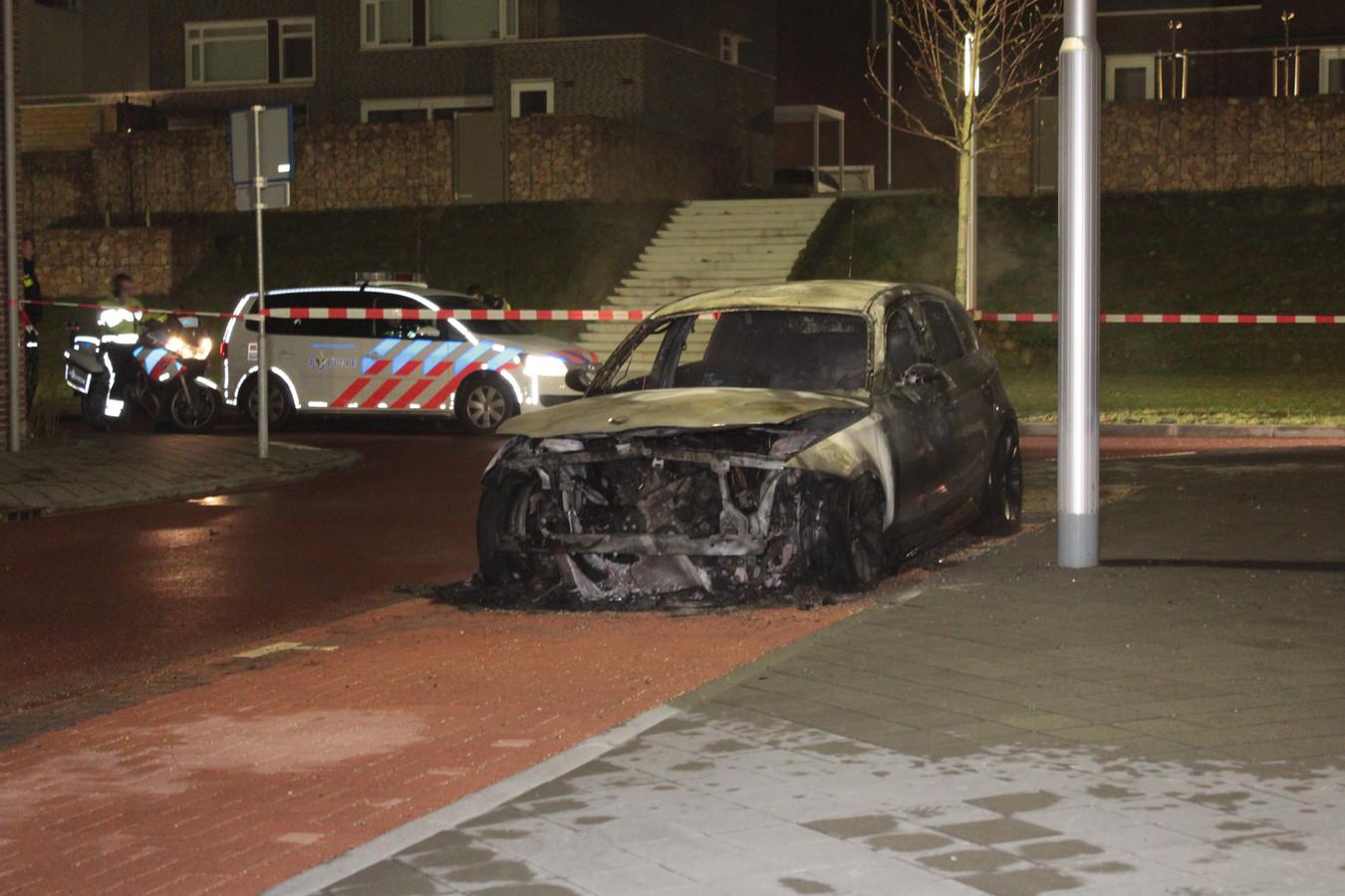 De BMW brandde volledig uit.