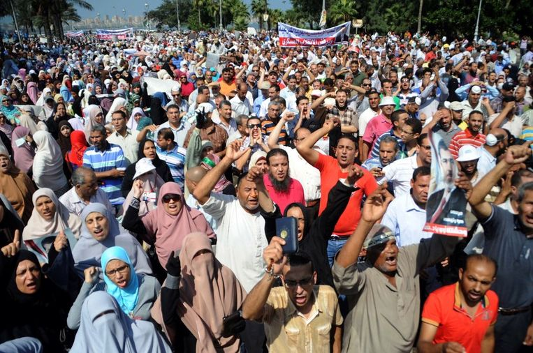 Aanhangers van de Moslim Broederschap gisteren in Alexandrië. Beeld afp