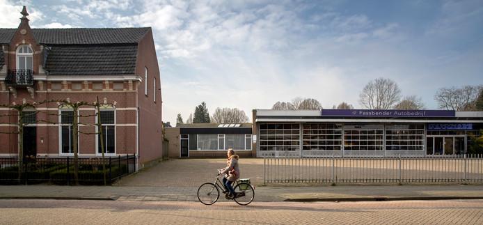 De oude garage van Fassbender in Schijndel wijkt voor nieuwbouw.